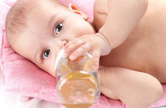 เครื่องดื่มของลูกตั้งวัยแรกเกิดควรมีอะไรบ้าง