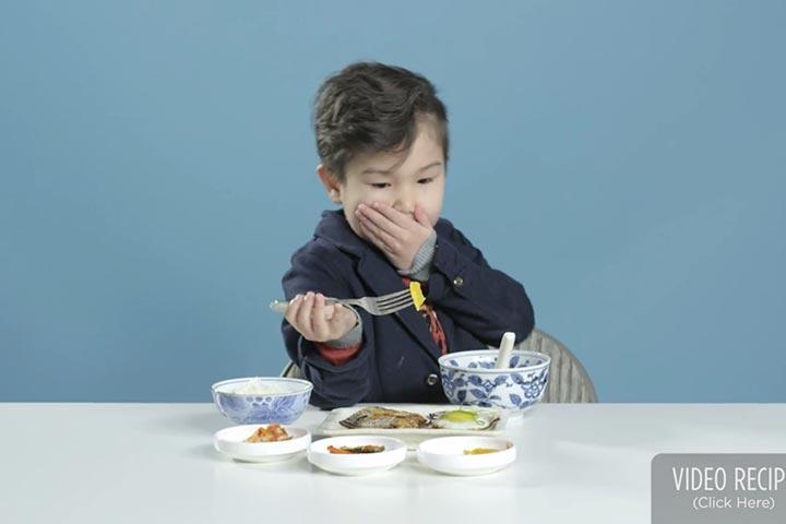 เด็กกินอาหารเช้า
