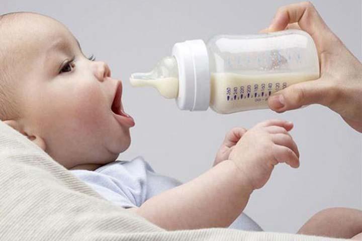 ให้ลูกกินนมจากขวด