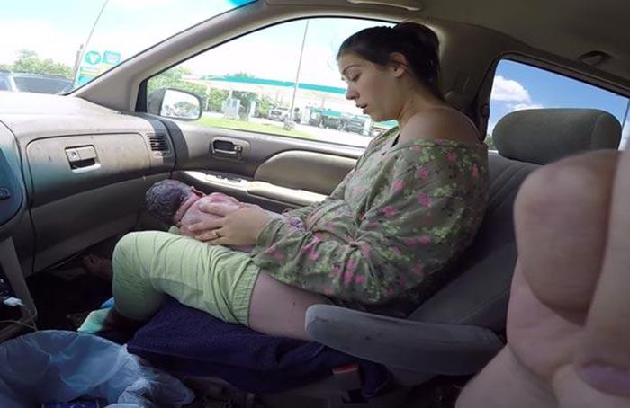 คลอดลูกบนรถ