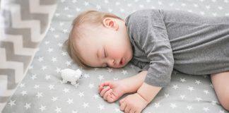 เคล็ดลับฝึกให้ลูกนอนกลางคืนแบบยาวๆถึงเช้า