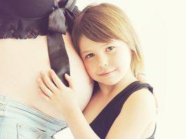 ลูกกอดแม่ท้อง